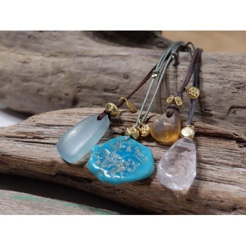 collar con piedra natural gemoterapia