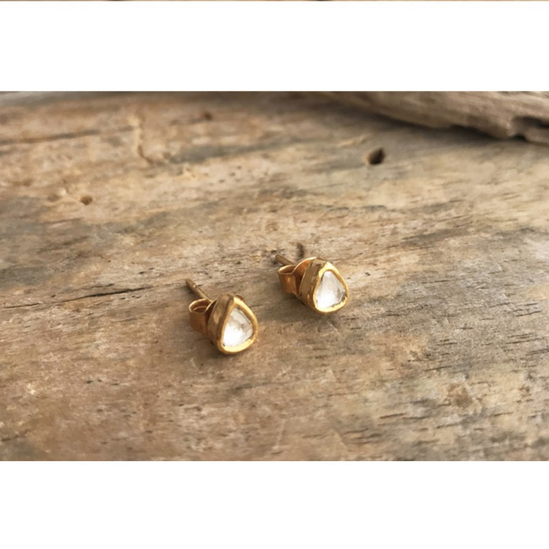 PENDIENTES SIMPLE LOVE BOTÓN DIAMANTE ORO