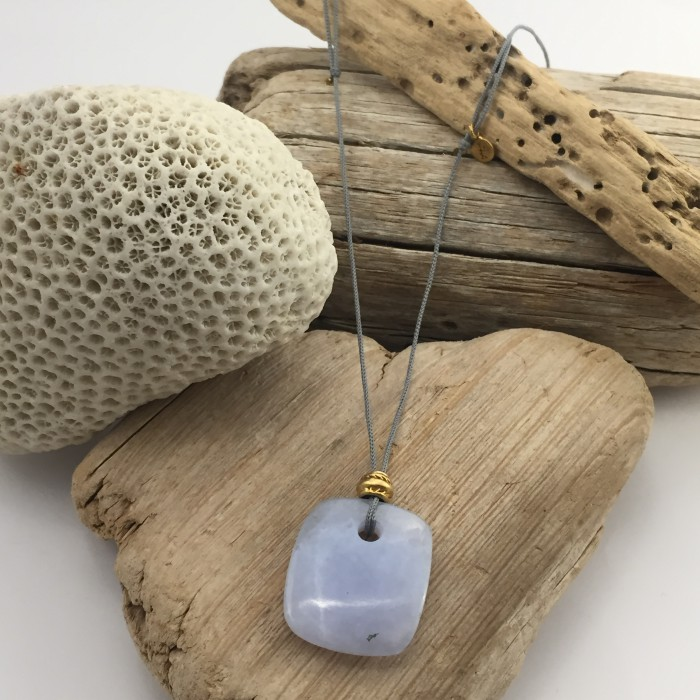 CHALCEDONY NATURA NECKLACE
