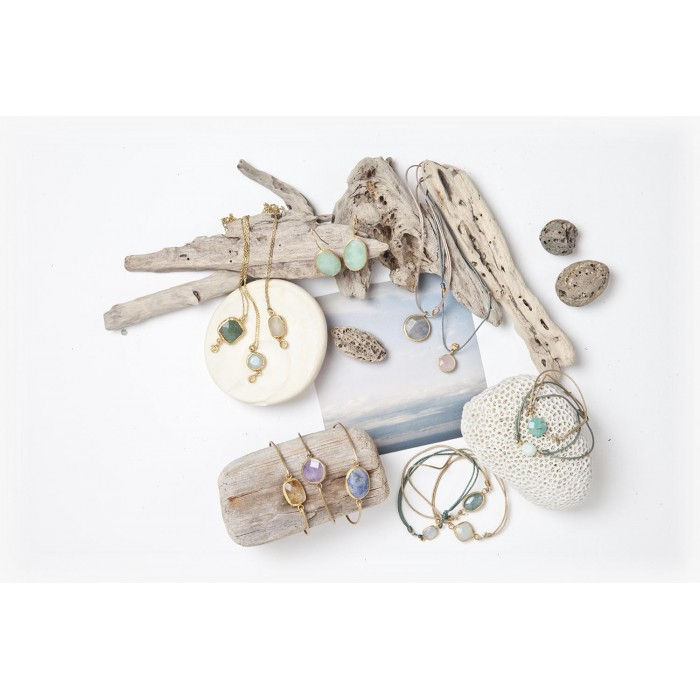 Earrings, bracelets and pendants with natural semiprecious gemstone.